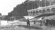 Het toestel van Reinders op het sportterrein te Veendam, juni 1911